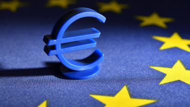 Euro sign on EU flag, EU Reconstruction Fund and EU aid, Eurozeichen auf EU-Fahne, EU-Wiederaufbaufonds und EU-Hilfen