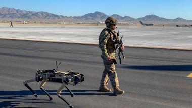 Câine robot folosit pentru paza bazelor militare ale SUA