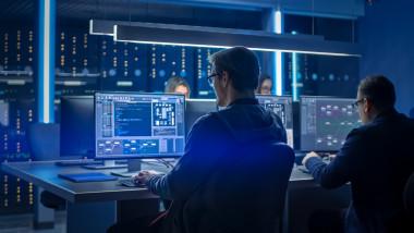 angajati centru securitate cibernectica