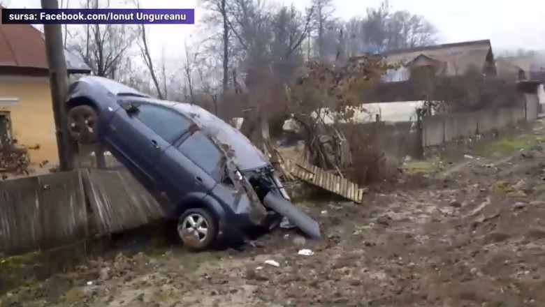 accident-valcea-masina-stalp
