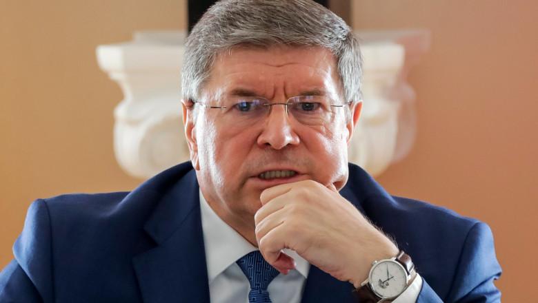ambasadorul moldovei in rusia, cu mana la falca