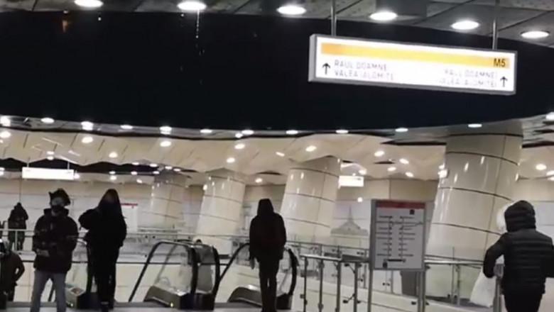 statie de metrou apa ploaie