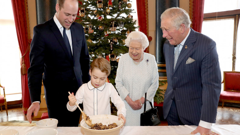 Regina și familia regală britanică de Crăciun