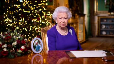 """Mesajul de Crăciun al Reginei Elisabeta a II-a: """"Nu sunteţi singuri"""""""