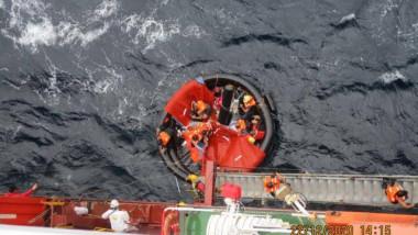 O navă comandată de un român a salvat 10 naufragiați loviți de ciclonul Krovanh