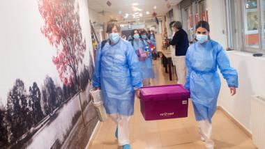 Mesajul medicilor pentru românii sceptici față de vaccinul anti-COVID