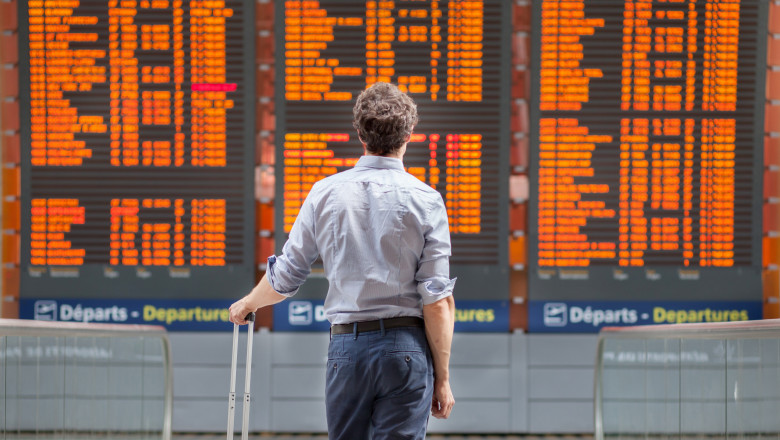 travel with international flight, person passenger waiting in airport