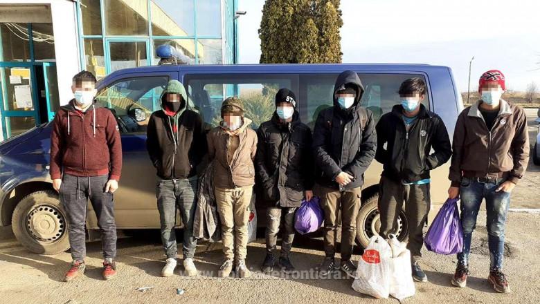 Șapte migranţi din Afganistan, găsiţi ascunşi într-un camion care transporta bere, la Vama Nădlac