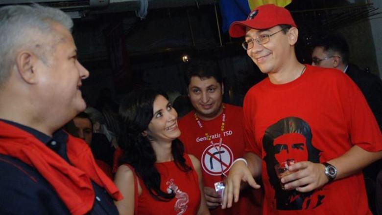 Victor POnta si mentorul său, Adrian Nastase, in costum de revolutionar cubanez