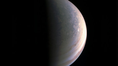 Fotografii nemaivăzute cu polii planetei Jupiter
