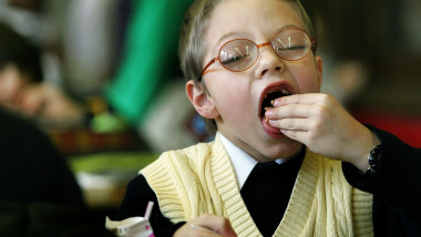 Senator Dick Durbin Tours New Healthy Lunch In Schools Program