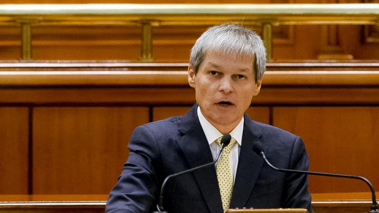 Dacian Ciolos_discurs Parlament_17.11_inquamphotos_foto 12
