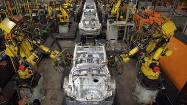 fabrica de masini asamblare GettyImages-160023947