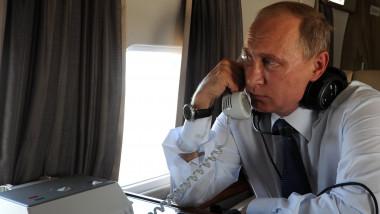 putin la telefon in avion - kremlin.ru
