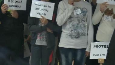 protest scoala adhd pitesti