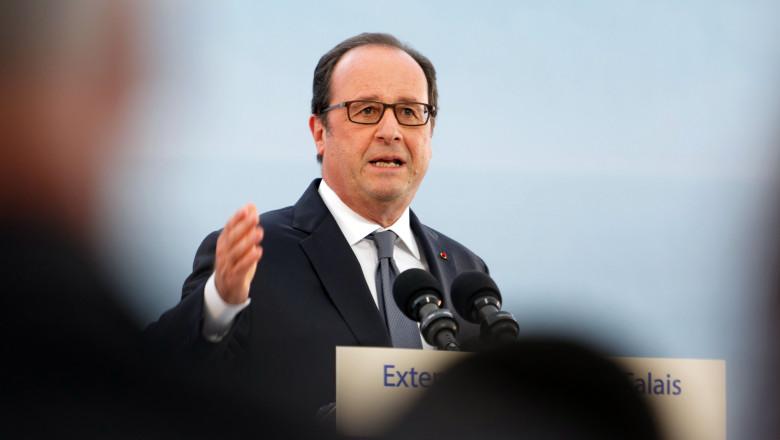 President Hollande Announces Plans To Close The Calais Migrant Camp