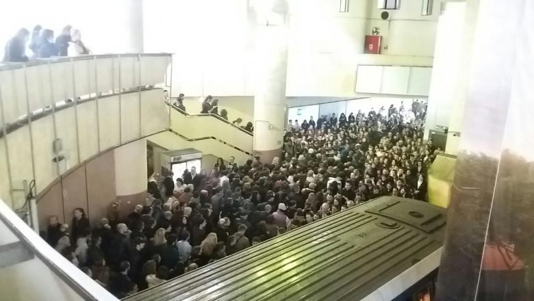 aglomeratie metrou Victoriei 261016 (1)