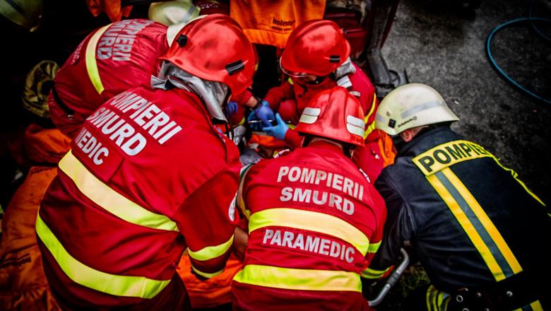 Interventie SMURD-pompieri, accident, raniti