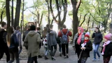Republica Moldova. Copiii care poartă povara singurătăţii