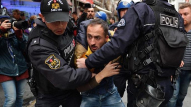 VIDEO: Turkish Police Fires Tear Gas on Protesters in Istanbul