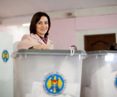 0430_maia sandu voteaza - ovidiu_micsik_inquamphotos