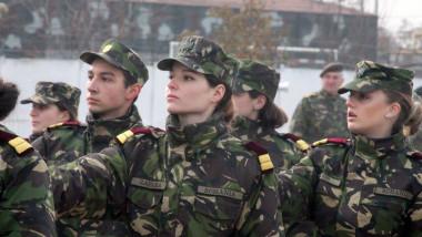 parada femei soldat