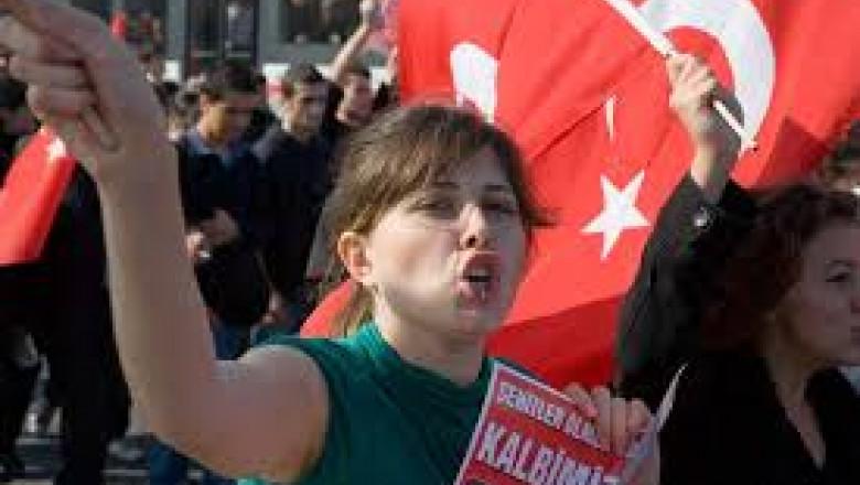 protest istanbul fata violata