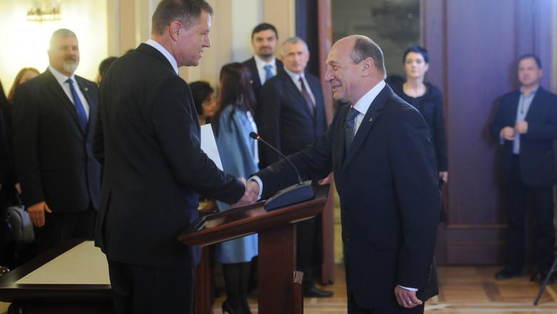 Klaus Iohannis si Traian Basescu, la ceremonia de investire de la CCR - presidency.ro