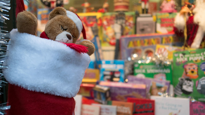 Christmas Shoppers Hunt For Gifts In Bath