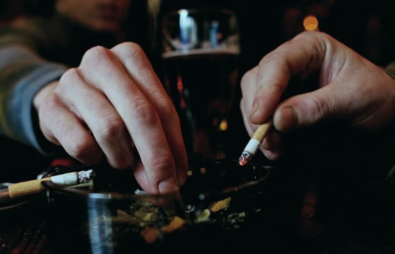 scrumiera tigari fumatori - getty - 8 oct 15
