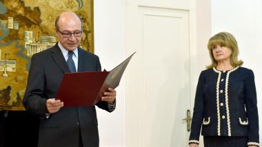 Dodon îi recomandă lui Băsescu să mai ceară o dată cetăţenia