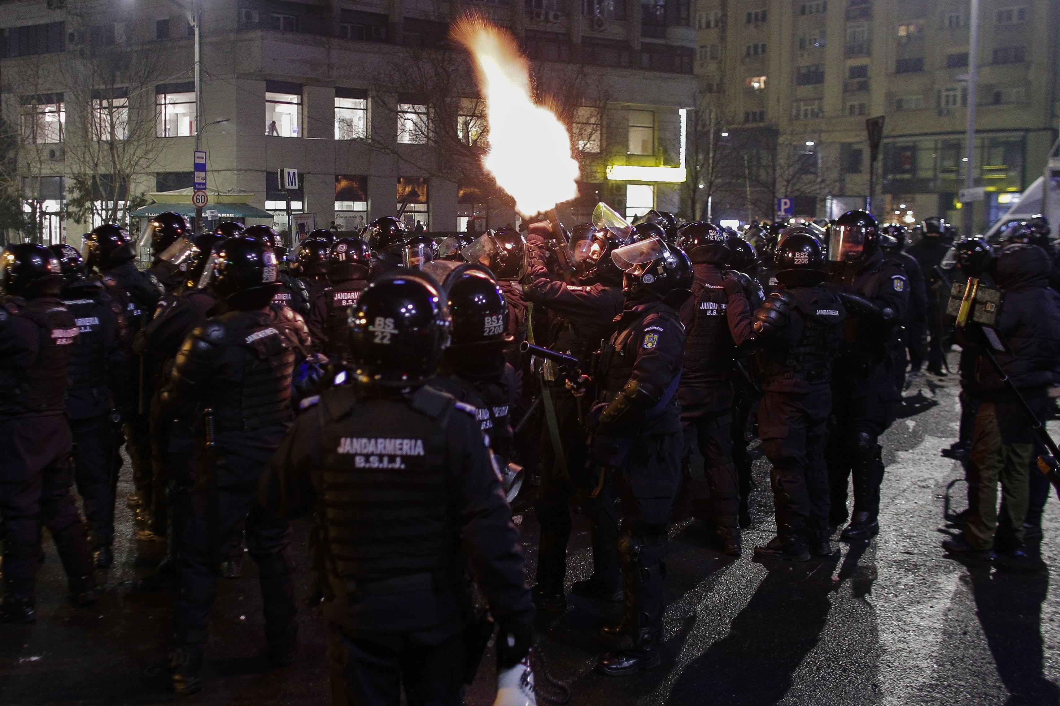 170201_PIATA_VICTORIEI_PROTEST_VIOLENTE_05_INQUAM_Octav_Ganea