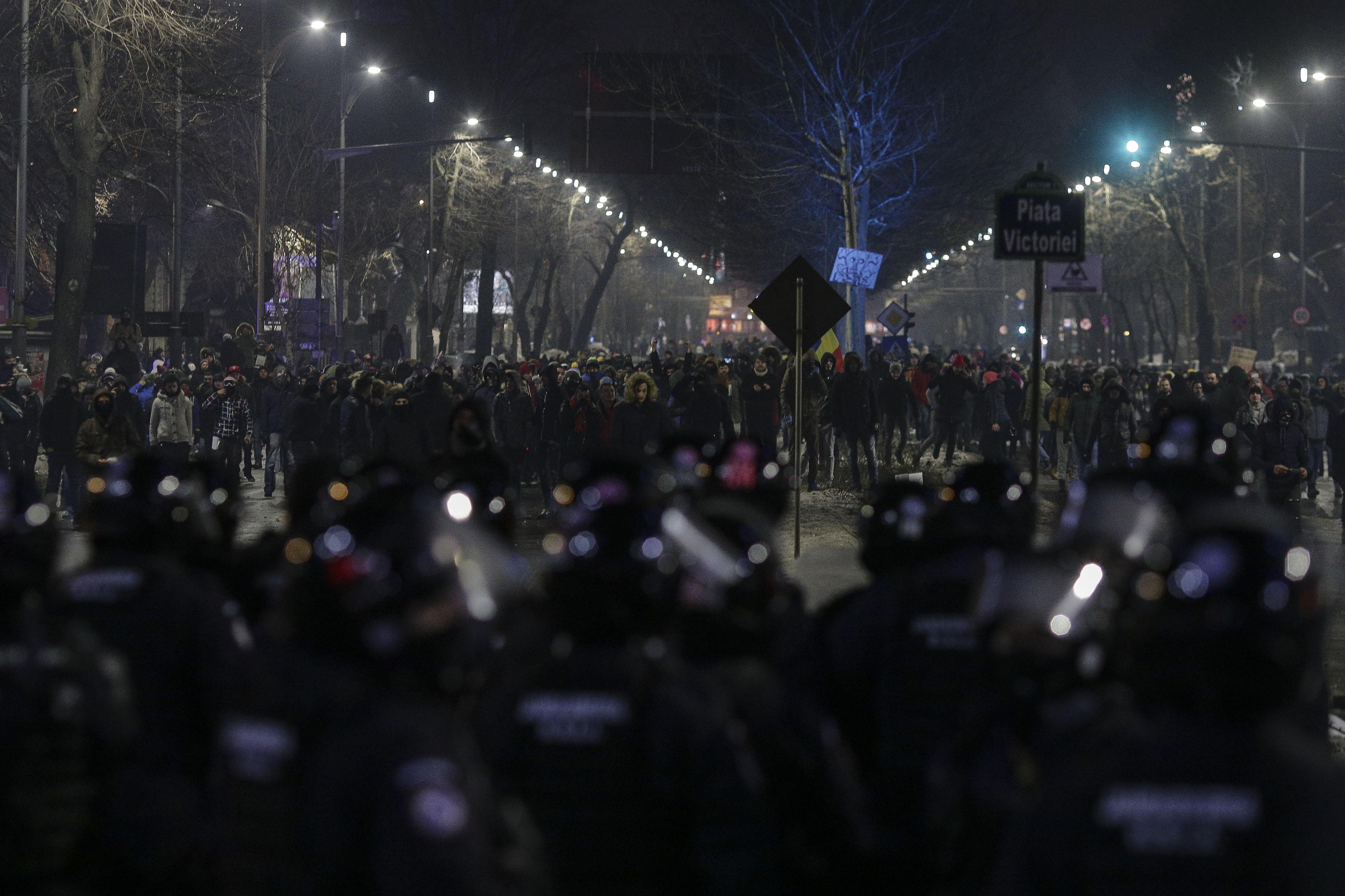 170201_PIATA_VICTORIEI_PROTEST_VIOLENTE_06_INQUAM_Octav_Ganea