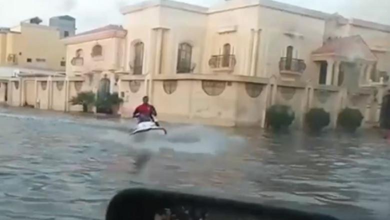 inundatii in desert
