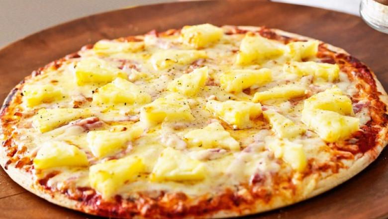 pizza cu ananas