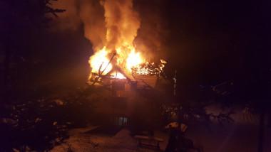 incendiu casa noaptea