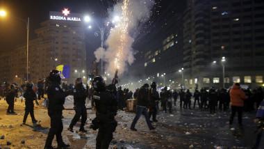 170201_PIATA_VICTORIEI_PROTEST_VIOLENTE_04_INQUAM_Octav_Ganea