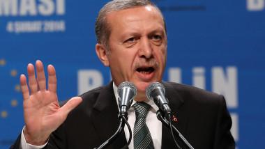 """Recep Erdogan amenință din nou că va permite """"sutelor de mii de refugiați"""" din Turcia să ajungă în UE"""
