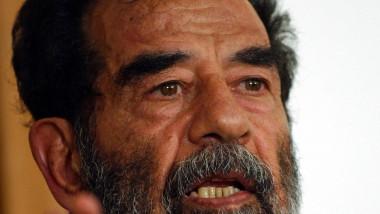 crop Saddam_Hussein_at_trial,_July_2004-wikipedia