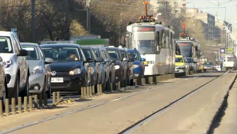 trafic masini pe linia de tramvai