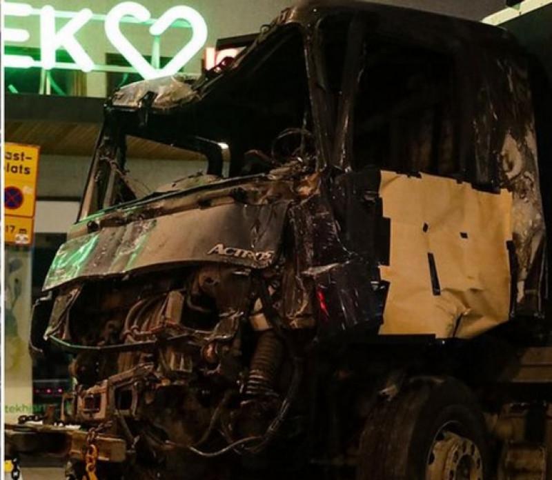 camion suedia facut praf