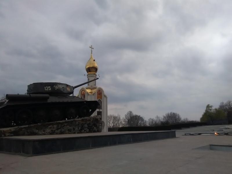 biserica si tanc poza misto