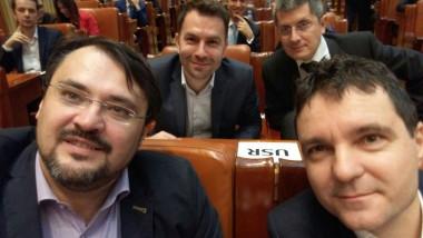 cristian ghinea, nicusor dan, selfie usr in parlament_fb ghinea