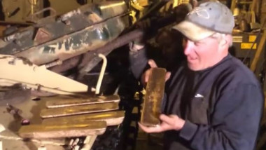 Tank-restorers-find-£2m-in-gold-bars-inside-millitary-vehicle