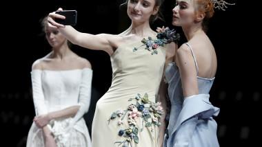 fotomodele scena prezentare moda selfie