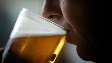 bărbat bea bere
