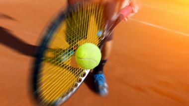jucator de tenis racheta shutterstock_218897995