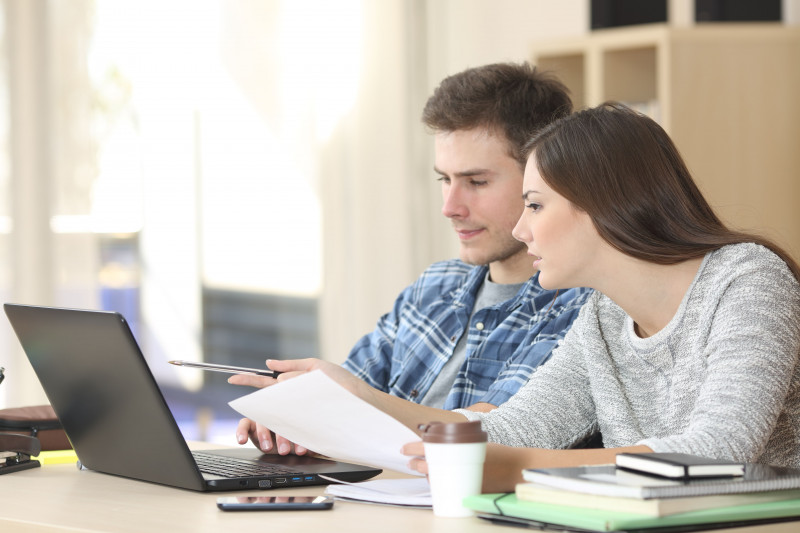 tineri laptop examene bac rezultate shutterstock_360394481