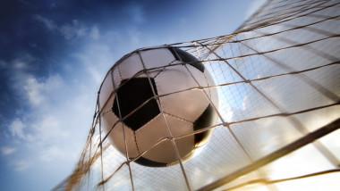 minge de fotbal shutterstock_95315320