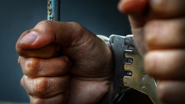 inchisoare detinut catuse shutterstock_550272769